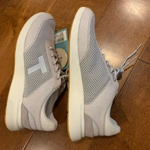 Toms sneakers size 8